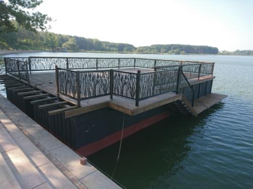 Декоративное ограждени и каркас для лестницы с причалом для катера. Лазерная резка металла, гибка, сварка, покраска.