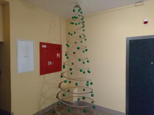 Рождественская ёлка, альтернативный вариант из листового металла.