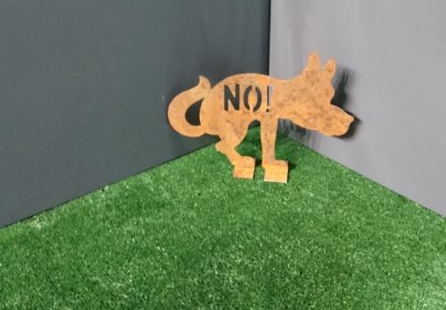 Оригинальная собачка на газон из листового декоративного металла Corten и технологии лазерной резки.